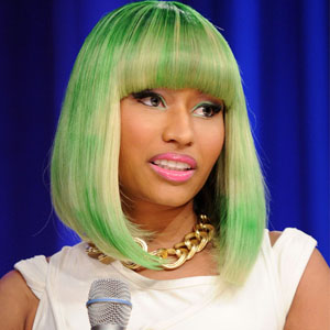 """Nicki Minaj Pays Respect To Lauryn Hill, """"I Want To Bow Down & Kiss Her Feet"""""""
