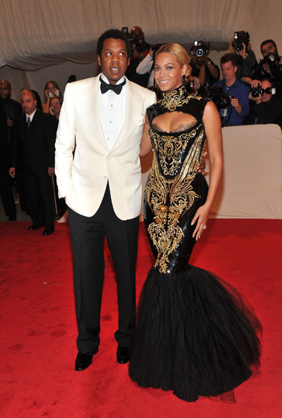 Beyonce And Jay-Z Booed At MET Costume Gala [Video]