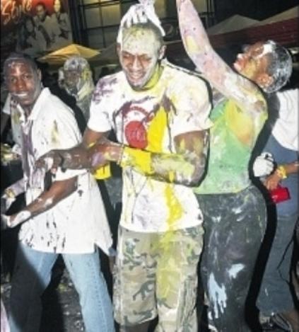 Bolt-Paint-carnival