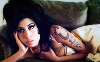 Breaking: Amy Winehouse Found Dead In Apartment [Photo]