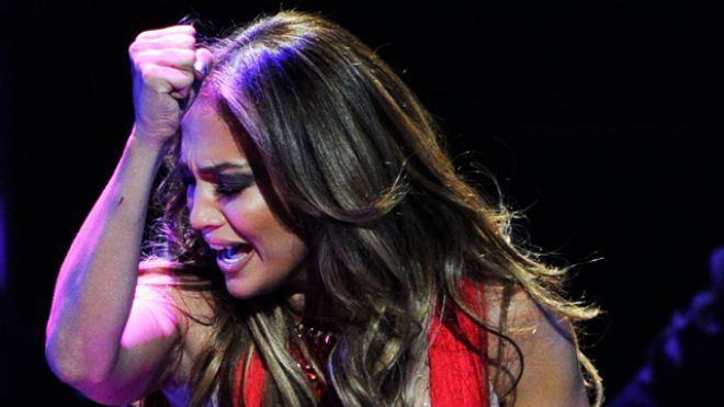 Jennifer Lopez Cries on Stage