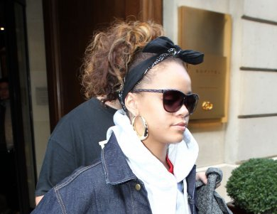 Rihanna Steps Out In Paris Without Makeup [Photo]