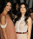 kendall-and-kylie-jenner-breaking-dawn-premiere-photo