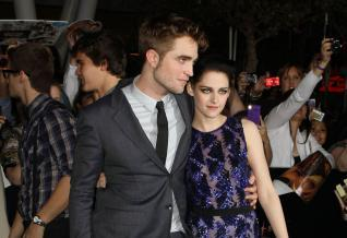 Stars Rolls Out For Twilight Breaking Dawn Premiere [Photo]