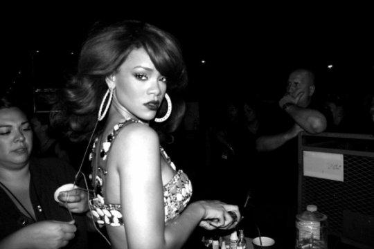 Inside Rihanna Loud Tour, Behind The Scenes Photos