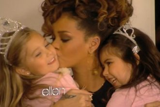 "Rihanna Meets Youtube ""Super Bass"" Sensation Sophia Grace And Rosie [Video]"