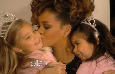 "Rihanna Meets Youtube ""Super Bass"" Sensation Sophia Grace And Rosie [Video]"