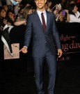 taylor-lautner-breaking-dawn-premiere-photo