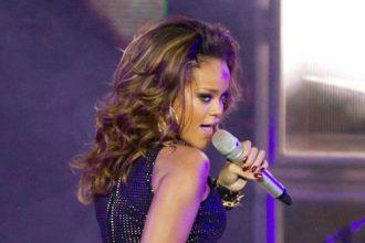 "Rihanna Blast Dutch Magazine After Reading Racist Article, ""F*ck You"""