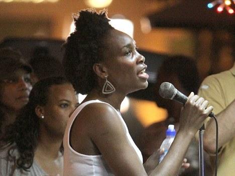 Venus Williams Goes Karaoke In Barbados [Photo]