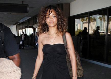 Rihanna Returns From Week Long Hawaii Vacation [Photo]