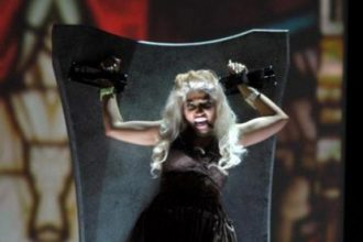 "Nicki Minaj Performs ""Roman Holiday"" At The 2012 Grammys [Video]"