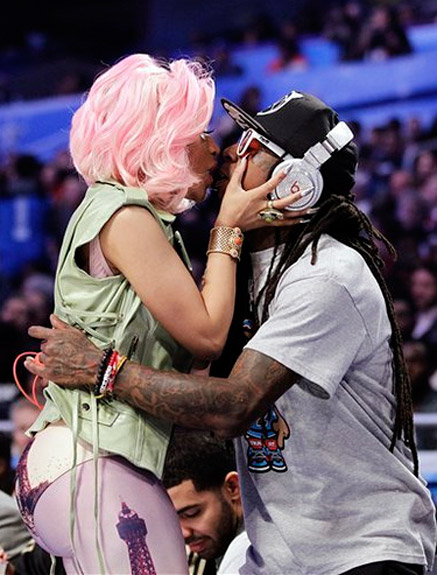nicki minaj and lil wayne kiss 2012