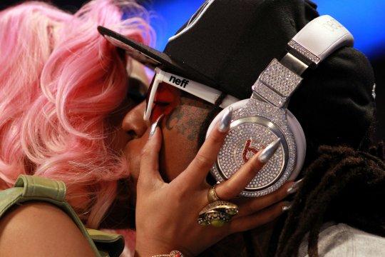 Nicki Minaj & Lil Wayne Kiss, Plus Drake, Chris Brown Courtside NBA All-Star Game [Photo]