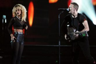 Rihanna Performs With Coldplay AT The Grammys [Video]