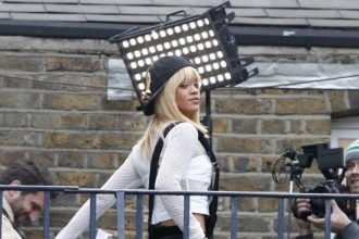 Rihanna Looking To Buy London Flat [Photo]