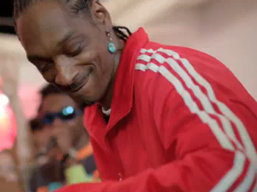 Snoop Dogg Mobbed By Fans Downtown Kingston [Video]