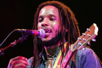 Stephen Marley Wins The 2012 Grammy For Best Reggae Album