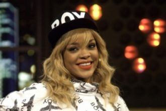 """Rihanna Talks Competition With Beyonce, Performs """"Talk That Talk"""" On 'Jonathan Ross' [Video]"""