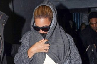 Beyonce Rush Blue Ivy To The Doctor In NYC [Photo]