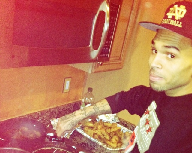 Chef Breezy Whips Up Some Fry Chicken For Girlfriend Karrueche [Photo]