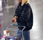 rihanna grocery shopping 3