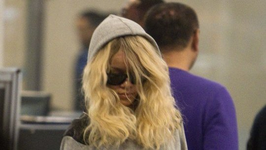Rihanna Reps For Trayvon Martin With Hoodie At LAX [Photo]