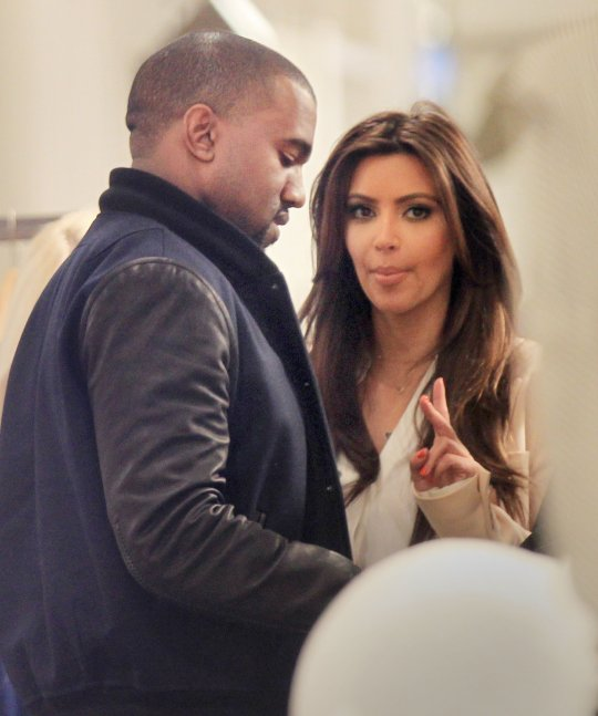 kanye west and kim kardashian dating