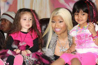 Nicki Minaj Meet And Greet Fans At New York Album Signing [Photo]