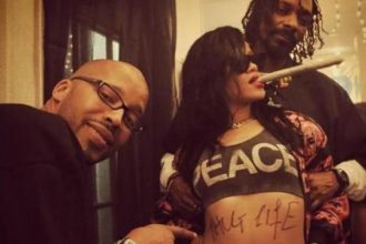Rihanna Smokes That Kush With The Homies Snoop & Warren G [Photo]