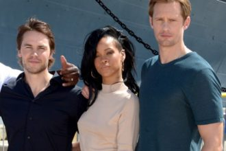 "Rihanna Visits Pearl Harbour For ""Battleship"" Photo Call [Photo]"