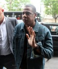 jay-z wave to fans