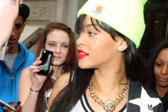 Rihanna Stepped Out Wearing Chris Brown Chain In London [Photo]