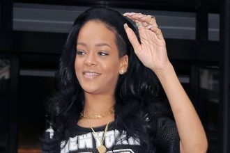 Rihanna Back In The Studio Recording New Album [DETAILS]