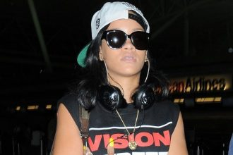 Rihanna Leaving L.A. Heading To London For The Summer [Photo]