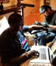 sean kingston getting his tattoo