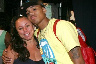 Did Chris Brown Mother Go At Rihanna On Twitter After Oprah Interview? [DETAILS]