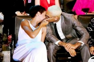 Rihanna And Chris Brown Lock Lips AGAIN, Back Following Each Other On Twitter