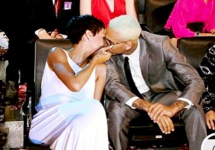 Rihanna and Chris Brown kissing 2012