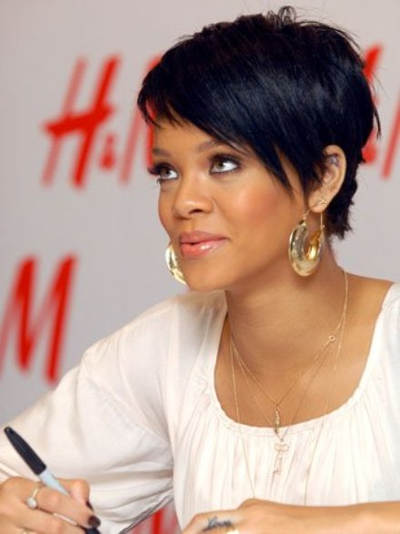 urban short hairstyles : GO TO: Rihanna Debut Shorter Haircut For MTV VMA Performance [Photo]
