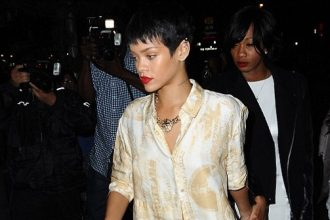 Rihanna Crawl Out Bed And Hit Jay-Z 40/40 Club In Barclay's [Photo]