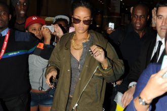 Rihanna Mobbed By Crazy Fans In Paris, Looses Her Cool [Video]