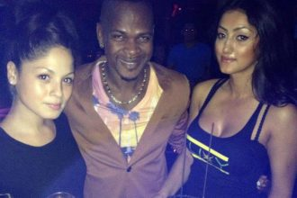 Mr. Vegas Gets Cozy With The Females At Birthday Bash In Toronto [Photo]