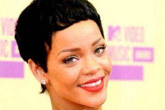 """Rihanna New Single """"Diamonds"""" Tops UK Chart"""