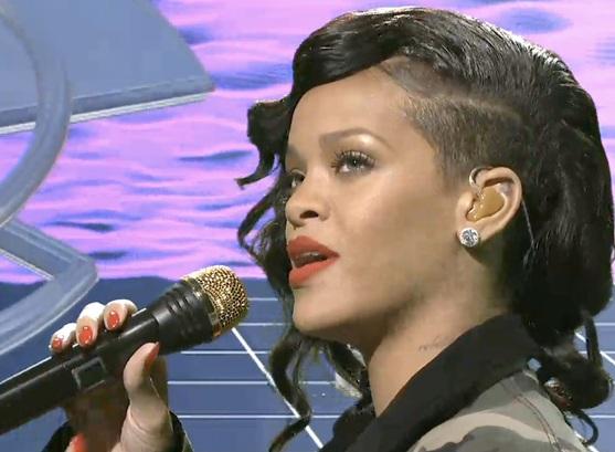 Rihanna snl pic
