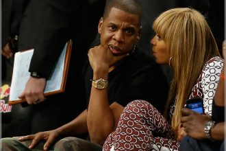 Jay-Z And Beyonce Cuddle Up Courtside Brooklyn Nets Game [Photo]