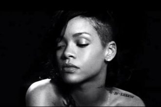 "Rihanna Snagged Record 12th No. 1 SIngle With ""Diamonds"""