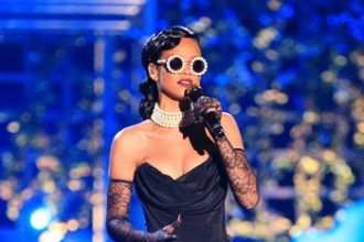 Rihanna, Justin Bieber Performs At Victoria Secrets Fashion Show In NYC [Video]