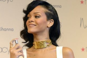 "Rihanna Launched ""Nude Fragrance In Los Angeles [Photo]"