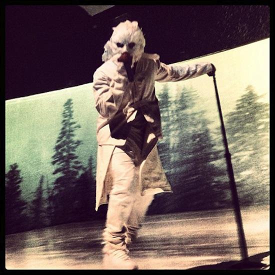 Kanye West wear mask on stage